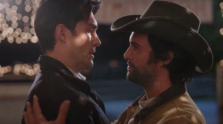 Peter Porte e Juan Pablo Di Pace: casal gay no filme Dashing in December