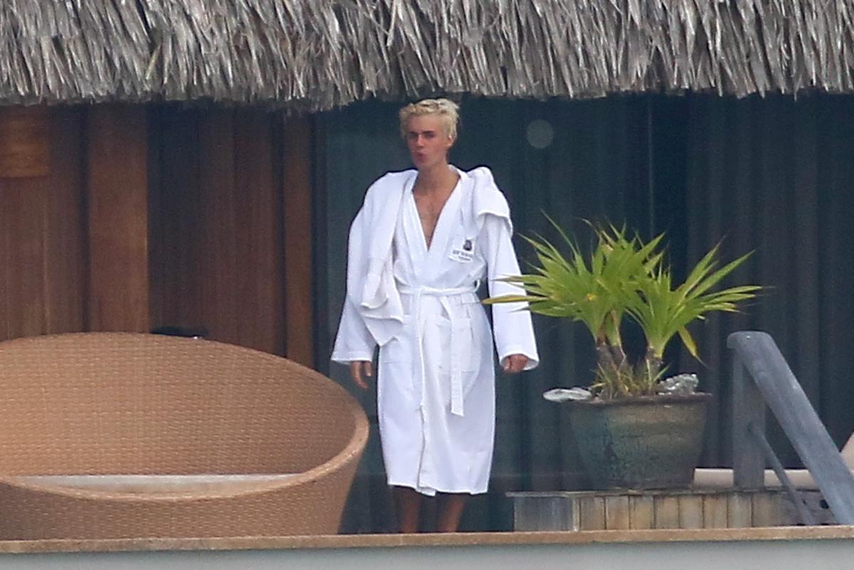 Vazam fotos de Justin Bieber pelado em férias - Guia Gay BH